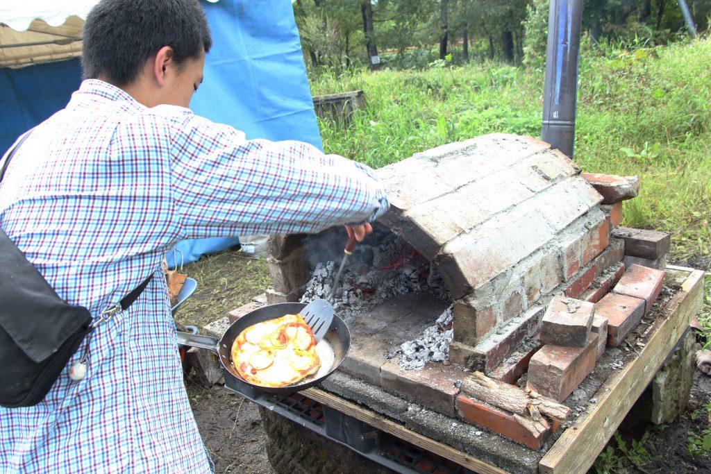 手造りピザ釜もみんなで協力して製作しました。