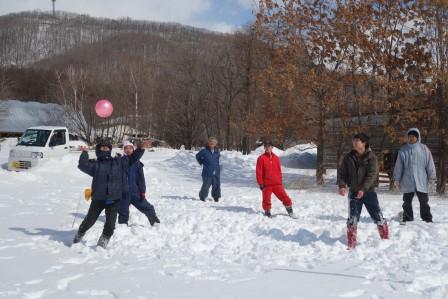 雪中バレーボール